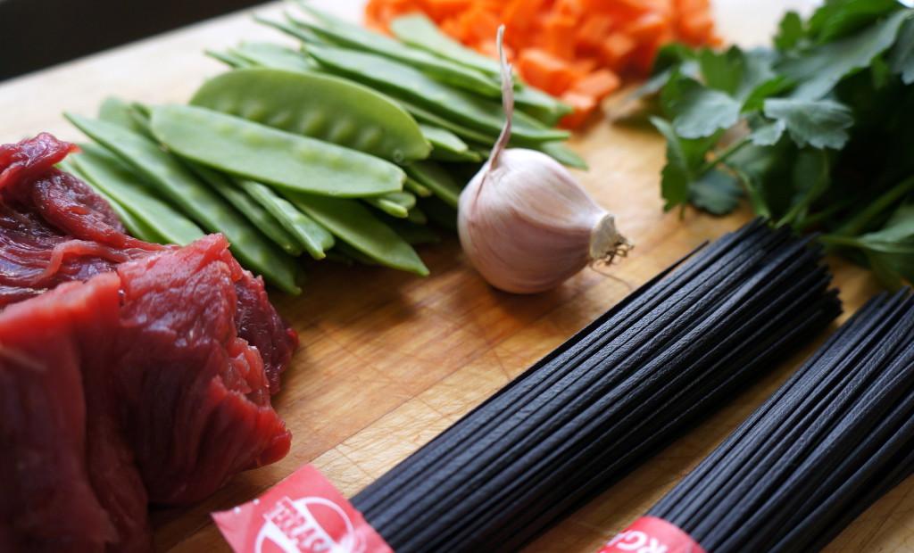 Les ingrédients pour préparer le wok